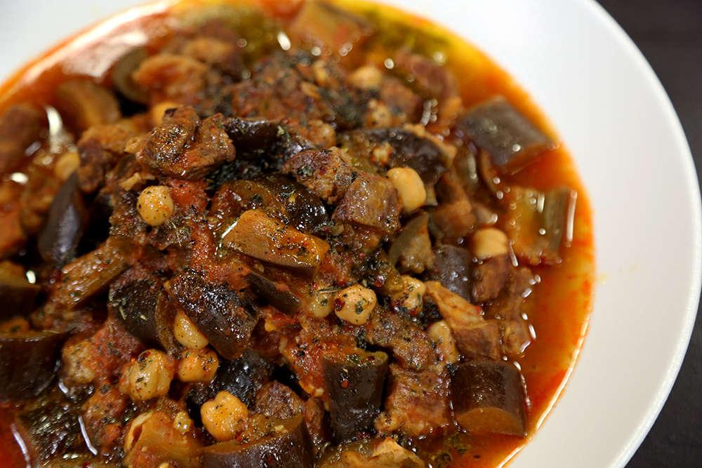 Etli Patlıcanlı Nohut Yemeği Tarifi