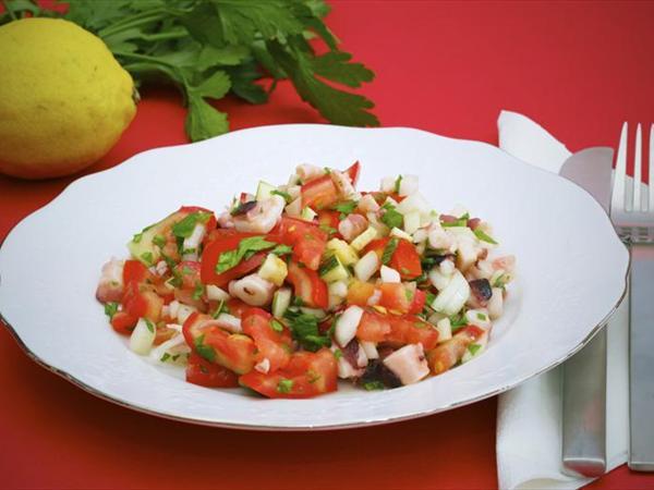 Ahtapotlu Domatesli Salata Tarifi