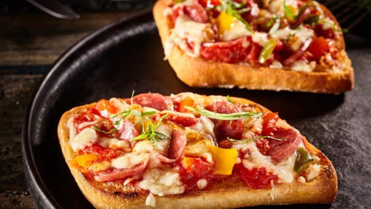 Fırında Pratik Pizza Dilimleri Tarifi