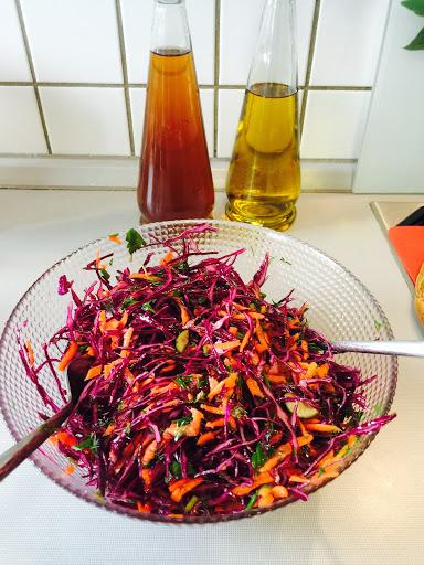 Havuçlu Kırmızı Lahana Salatası Tarifi