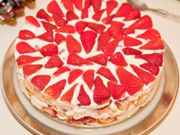 Kedidili Bisküvili Çilekli Pasta